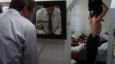 Эмманюэль Сенье показала голую грудь в фильме «Неукротимый» фото #2