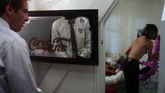 Эмманюэль Сенье показала голую грудь в фильме «Неукротимый» фото #4