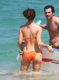 Мокрые трусики Кейт Бекинсейл на пляже фото #7