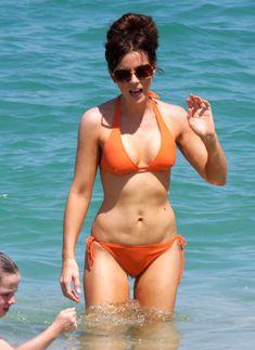 Мокрые трусики Кейт Бекинсейл на пляже фото #13