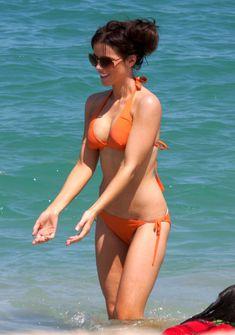 Мокрые трусики Кейт Бекинсейл на пляже фото #15