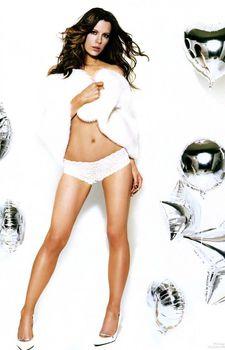 Кейт Бекинсейл в трусиках для журнала GQ фото #3