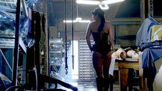 Джина Карано в корсете в сериале «Почти человек» фото #2