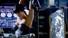 Джина Карано в корсете в сериале «Почти человек» фото #4
