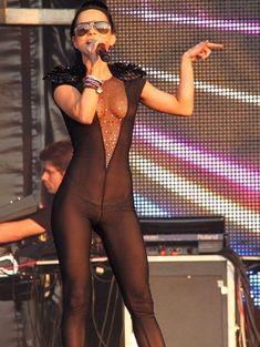 Певица Инна засветила соски на Summer Festival 2010 фото #2