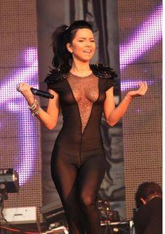 Певица Инна засветила соски на Summer Festival 2010 фото #4