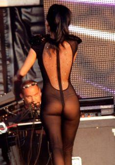 Певица Инна засветила соски на Summer Festival 2010 фото #5