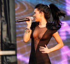 Певица Инна засветила соски на Summer Festival 2010 фото #6