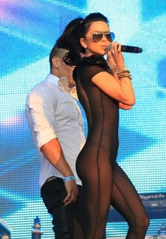 Певица Инна засветила соски на Summer Festival 2010 фото #8