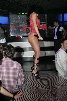 Певица Инна без лифчика на сцене фото #4