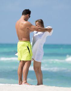 Джоанна Крупа случайно показала грудь на пляже фото #18
