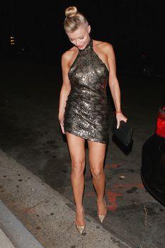 Джоанна Крупа в миниатюрном платье фото #4