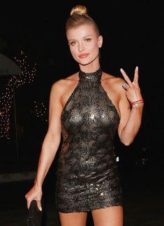 Джоанна Крупа в миниатюрном платье фото #5