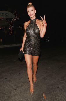 Джоанна Крупа в миниатюрном платье фото #6