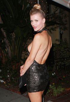 Джоанна Крупа в миниатюрном платье фото #10