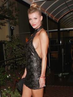 Джоанна Крупа в миниатюрном платье фото #12