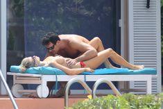 Джоанна Крупа купается без купальника фото #10