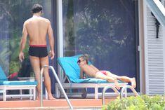 Джоанна Крупа купается без купальника фото #13