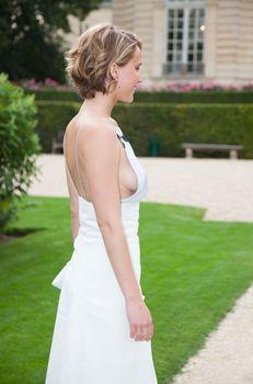 Свисающая грудь Дженнифер Лоуренс на неделе моды в Париже фото #5