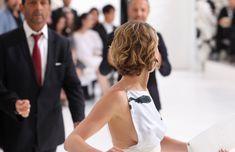 Свисающая грудь Дженнифер Лоуренс на неделе моды в Париже фото #6