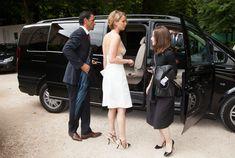 Свисающая грудь Дженнифер Лоуренс на неделе моды в Париже фото #7