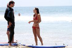 Майлин Класс в красном бикини учится серфингу фото #12