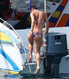 Майлин Класс прыгает с яхты фото #11