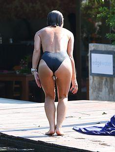 Сочный бюст Майлин Класс в бассейне Тайланда фото #5