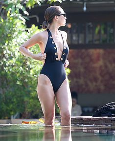 Сочный бюст Майлин Класс в бассейне Тайланда фото #35