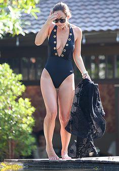Сочный бюст Майлин Класс в бассейне Тайланда фото #37