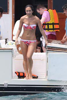 Майлин Класс в бикини на яхте в Канкуне фото #4
