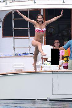 Майлин Класс в бикини на яхте в Канкуне фото #9