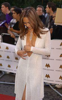 Майлин Класс с глубоким вырезом на MOBO Awards фото #3