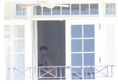 Голая Рианна на балконе отеля в Барбадосе фото #3