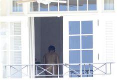 Голая Рианна на балконе отеля в Барбадосе фото #4