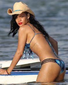 Сексуальная красотка Рианна в бикини на Гавайях фото #3