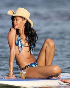 Сексуальная красотка Рианна в бикини на Гавайях фото #8