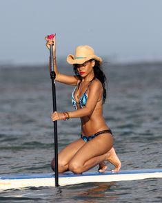 Сексуальная красотка Рианна в бикини на Гавайях фото #19