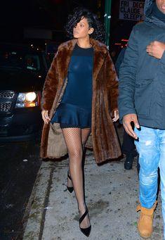 Засвет сосков Рианны в Нью-Йорке фото #2