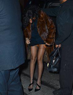 Засвет сосков Рианны в Нью-Йорке фото #5