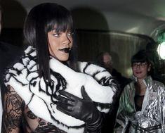 Рианна засветила сосок на Jean Paul Gaultier Fashion Show фото #1