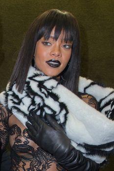Рианна засветила сосок на Jean Paul Gaultier Fashion Show фото #8