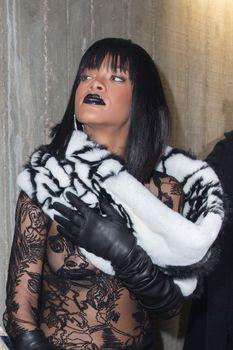 Рианна засветила сосок на Jean Paul Gaultier Fashion Show фото #11