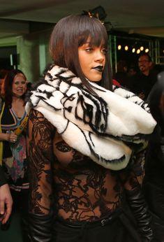 Рианна засветила сосок на Jean Paul Gaultier Fashion Show фото #12
