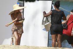 Голая грудь Рианны на фотосессии в Рио фото #9