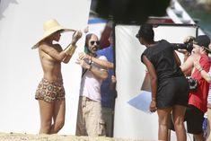 Голая грудь Рианны на фотосессии в Рио фото #10
