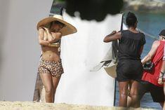Голая грудь Рианны на фотосессии в Рио фото #19
