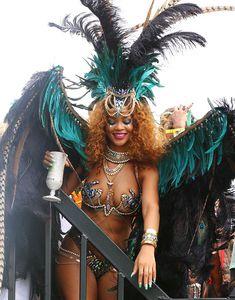 Развратная Рианна на карнавале в Барбадосе фото #4
