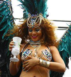 Развратная Рианна на карнавале в Барбадосе фото #5