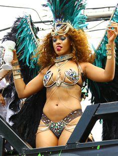 Развратная Рианна на карнавале в Барбадосе фото #6